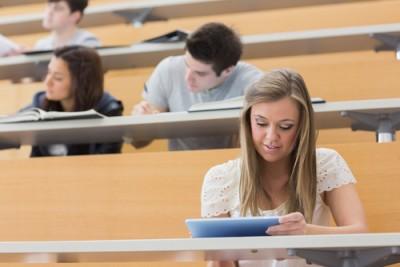SNSにハマる人ほど「大学で留年しやすい」ことが判明 | マイナビニュース